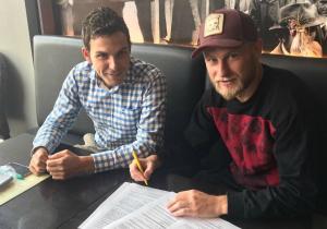 Офіційно. Безус підписав контракт з європейським клубом (+ФОТО)