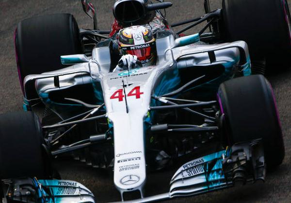 Формула-1. Хемілтон виграв гонку в Сингапурі, Феттель вилетів на старті