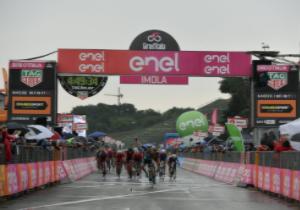Джіро д'Італія. 12 етап. Ірландець Беннет здобуває другу перемогу
