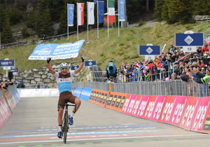 Джіро д'Італія. 17 етап.  Петерс переміг, Карапас збільшив відрив у загальному заліку