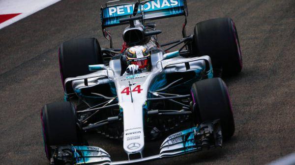 Формула-1. Хэмилтон выиграл гонку в Сингапуре, Феттель вылетел на старте