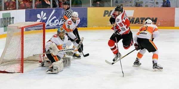 24_hockey.jpg