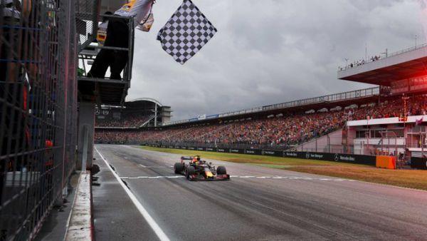 Формула-1. Яскраві кадри божевільної гонки в Німеччині (ФОТО)
