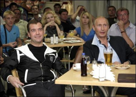Як Путін і Медведєв матч своєї збірної дивились (ФОТО)
