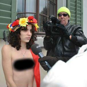 FEMEN знову розділись. Цього разу заради хокею (ФОТО)