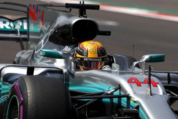 "Формула-1. ""Мерседес"" крушит всех на практиках в Бразилии"