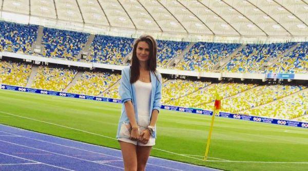 Пікантна Саша Лобода оголила ноги при грі у футбол (ФОТО)