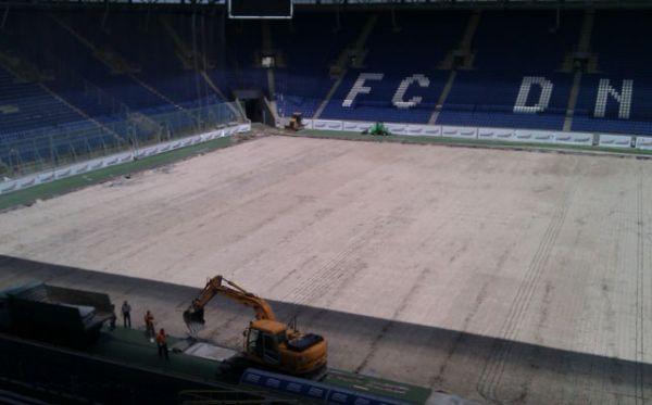 Заміна газону на стадіоні