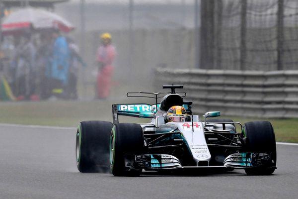 Формула-1. Хэмилтон выиграл квалификацию в Китае, за ним – Феттель и Боттас