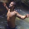 Девід Хей хизується біцепсами у джунглях (ФОТО)