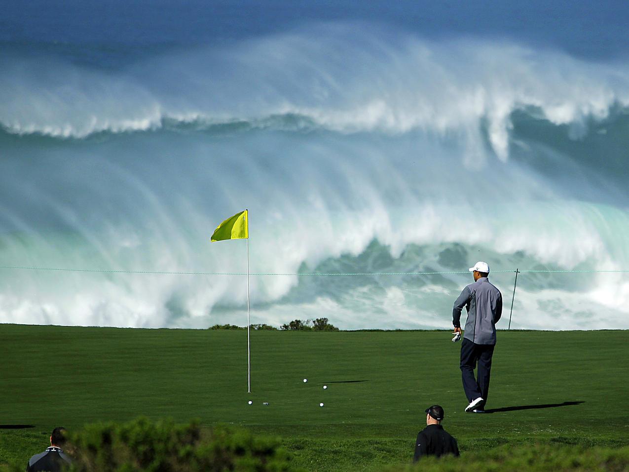 golf-na-berezi-morya.jpg