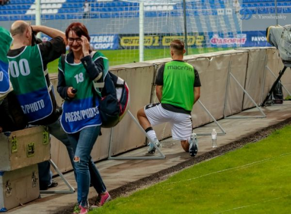 Футболіст ПАОКа сходив в туалет за ворота на стадіоні