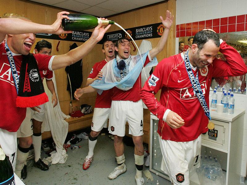 ryan-giggs-celebrates-premier-league-title-20-2569146.jpg