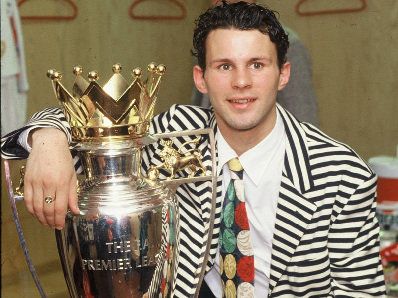ryan-giggs-premier-league-trophy-1993-2569163.jpg