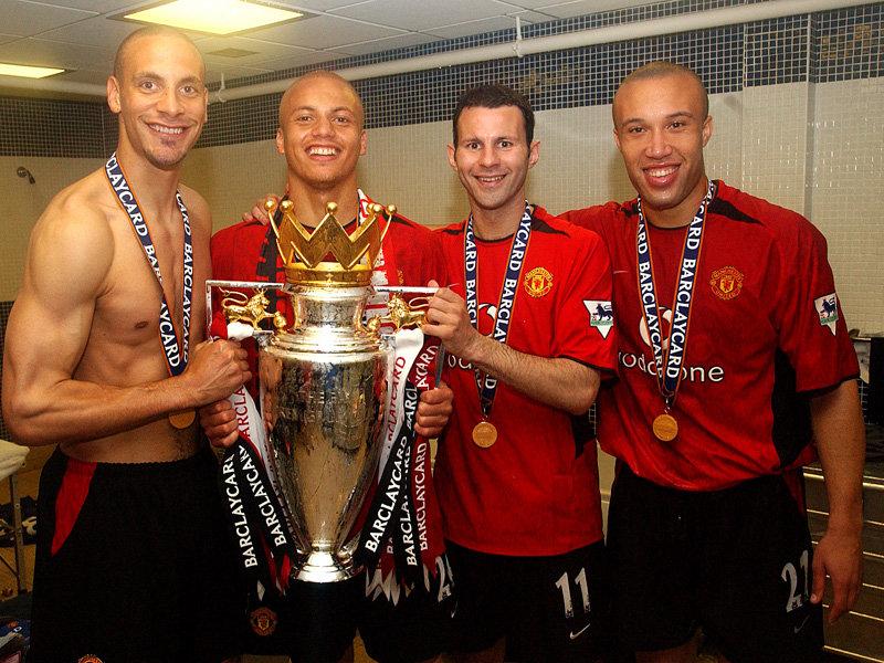 ryan-giggs-premier-league-trophy-2003-2569166.jpg