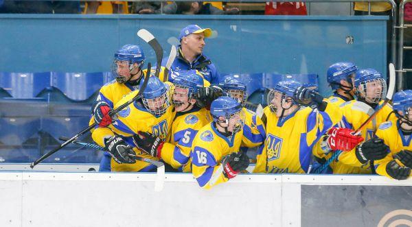 ЧМ по хоккею (U-18). Украинцы победили лидеров дивизиона